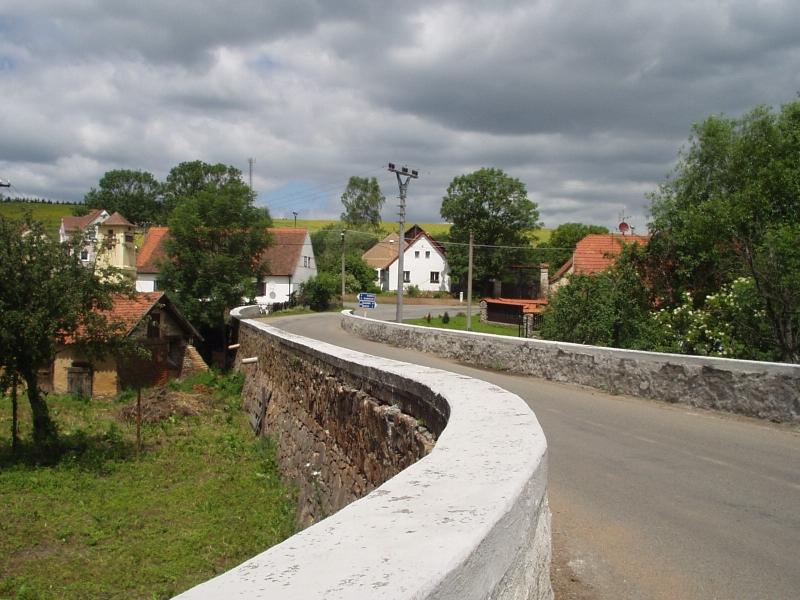 kamenný silniční most